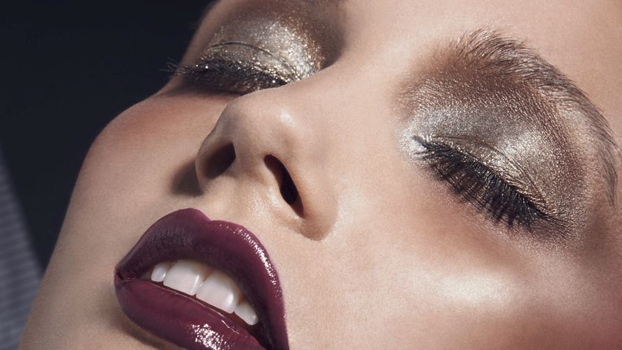 Are you a fair skinned beauty who can't quite master a timeless smokey eye? Check out our top tips on how to do smokey eye makeup for pale skin!
