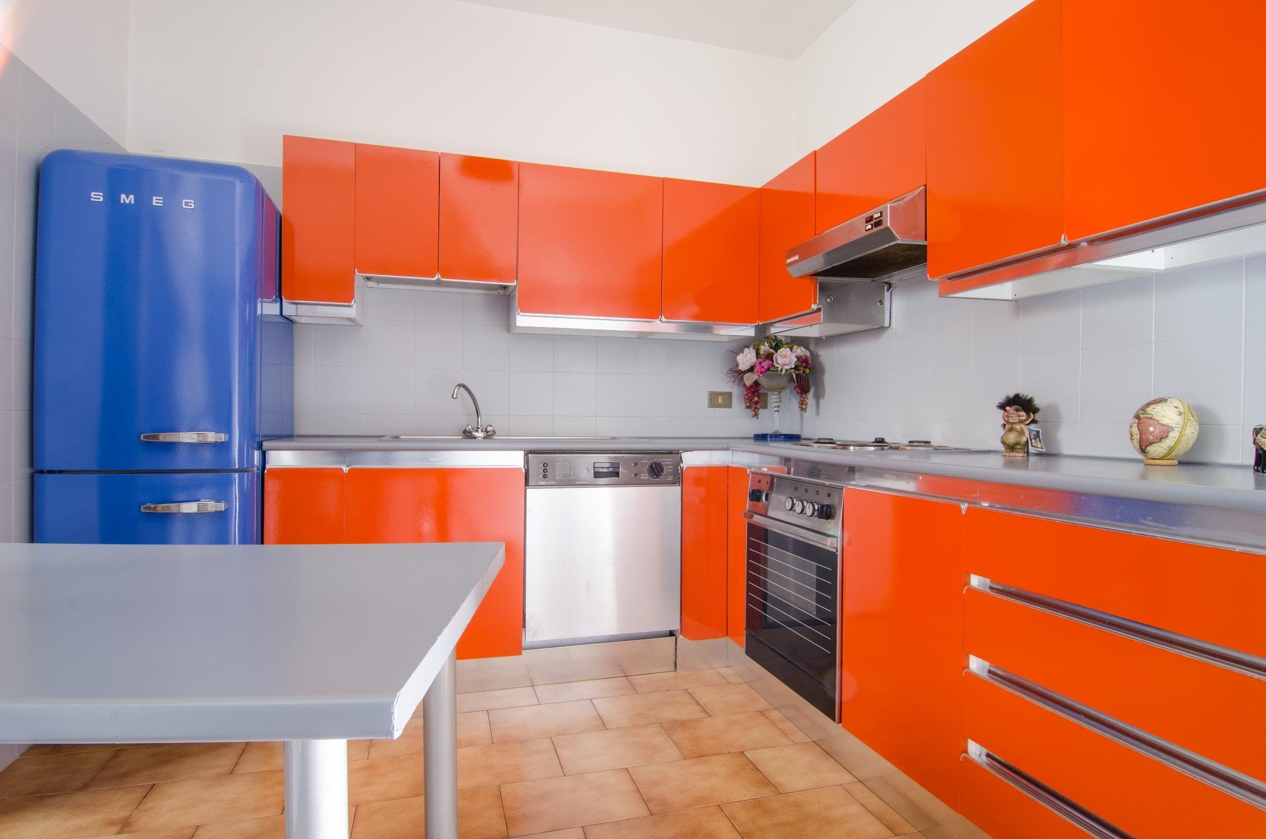 Mobili della cucina laccati o in laminato, formica | riciclo | Pinterest