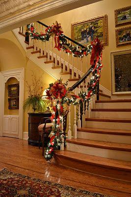 Big And Beautiful Christmas Staircase Christmas Stairs
