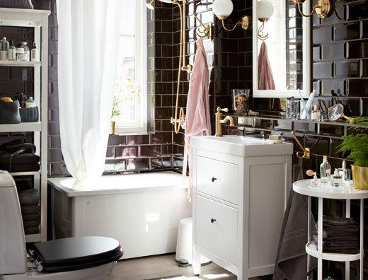 Bagni Con Piastrelle Bianchi : Bagno dallo stile classico con piastrelle nere e mobili bianchi
