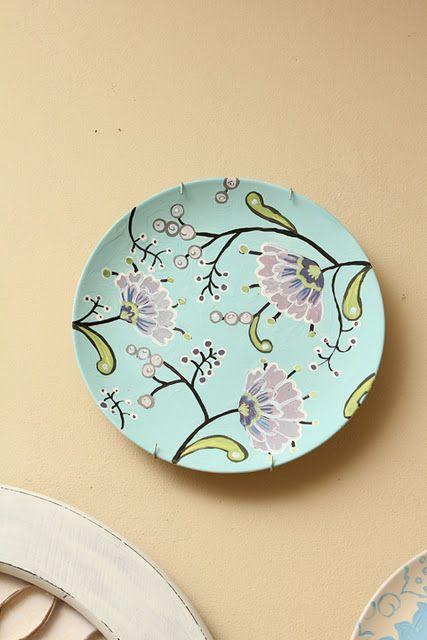 Spray Paint Plate White Then Paint Your Design With Acrylic Paint 도자기