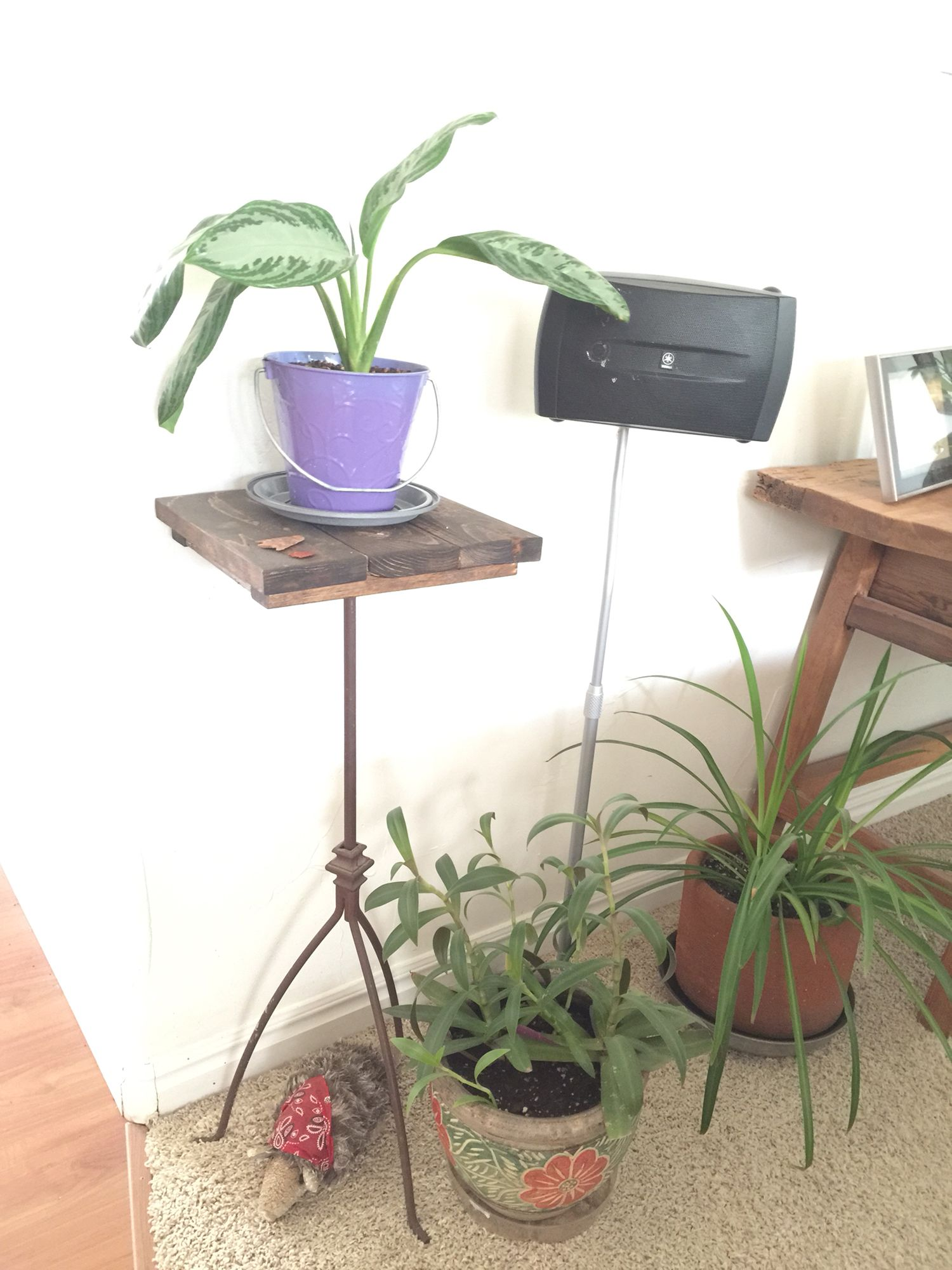Diy pallet wood plant stand we used an old metal plant