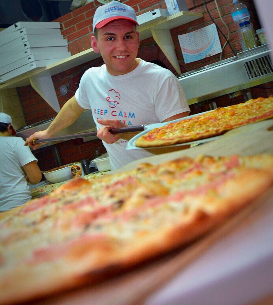 Come potete notare,i nostri pizzaioli hanno già iniziato a sfornare deliziose pizze! Voi avete già pensato alla vostra cena??? #lingredientechefaladifferenza #pizzeriapanarea