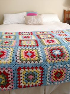 my cath kidston inspired crochet granny square blanket easy afghans pinterest deco rideau. Black Bedroom Furniture Sets. Home Design Ideas