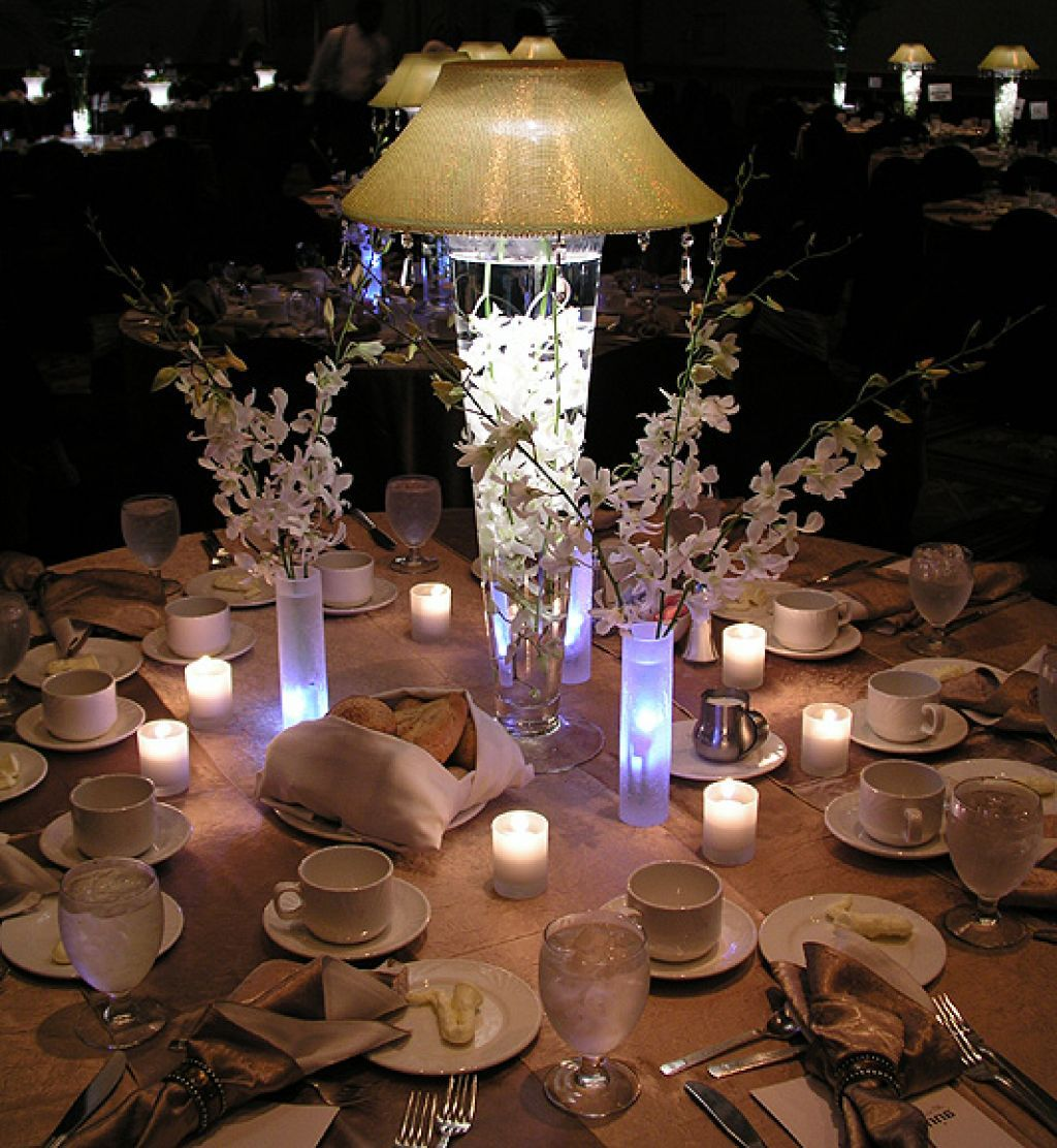 Lighted wedding centerpieces wedding centerpieces ideas lighted wedding centerpieces arubaitofo Image collections