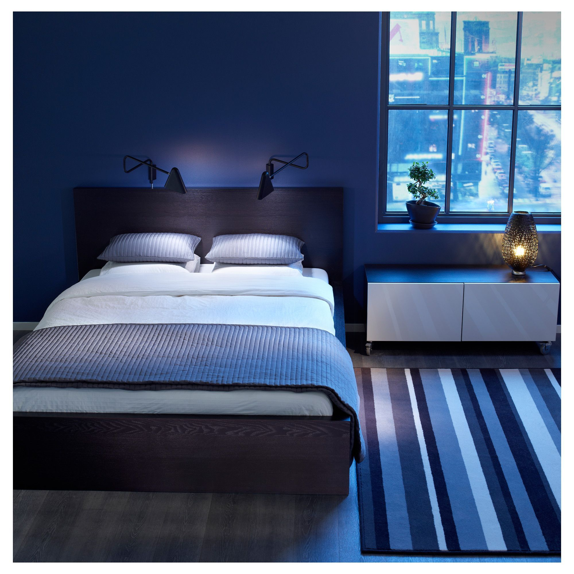 Dark blue and black bedroom - Best Blue Themed Bedroom Decorations With Dark Wooden Platform Bed Plus White Bedding Plus Brown Wooden Headbaord Plus White Cushions And Striped Carpet