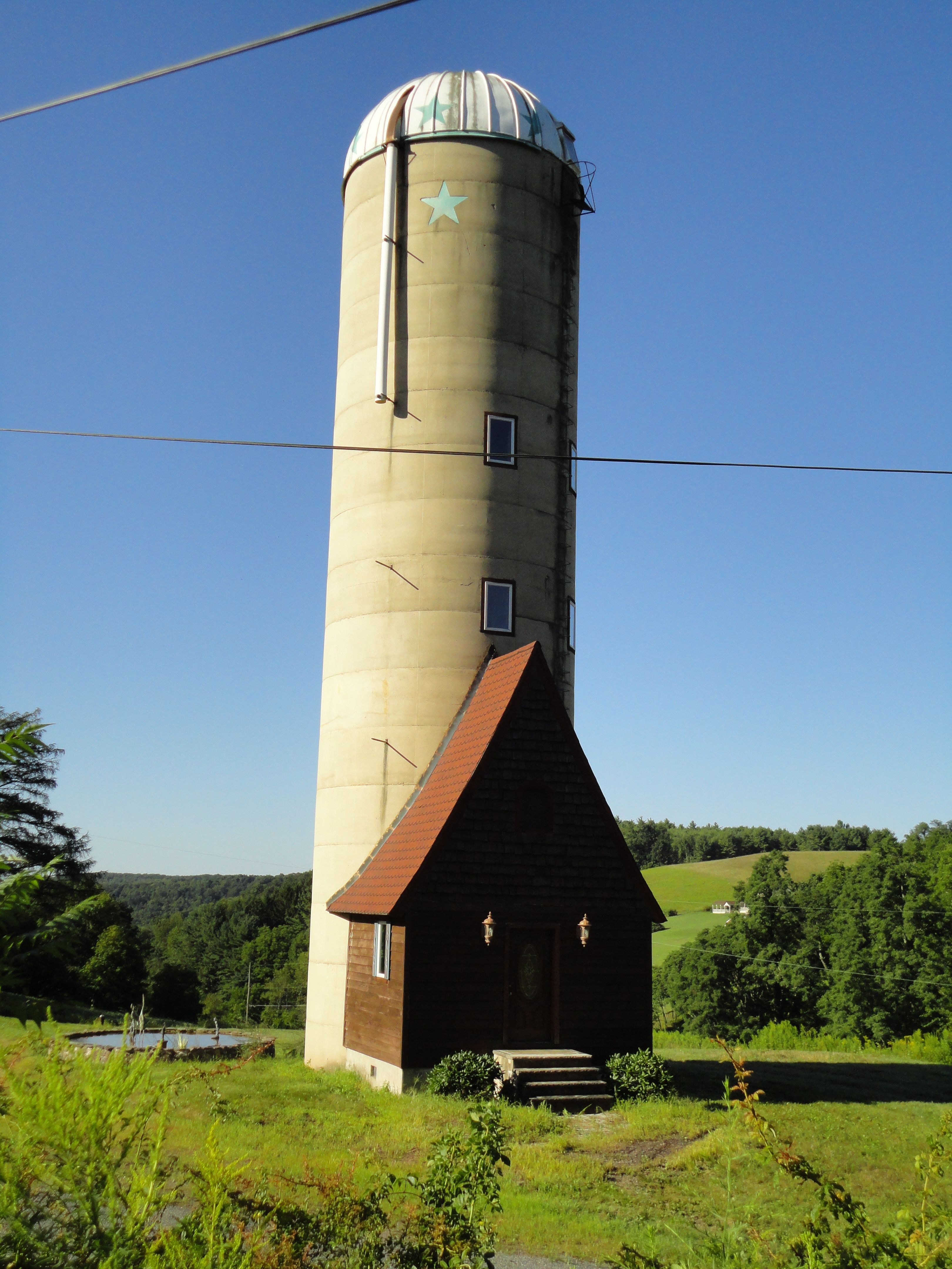 Amazing Silo That Has Been Converted Into A House In Rural Central Pa This Is The Cutest Thing Ever Silo House Grain Bin House Unusual Homes