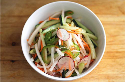 Diakon Salad Pungent & Bitter Recipes: Transition to Spring http://www.simplelivingeating.com/2014/02/pungent-bitter-recipes-transition-to.html #springrecipes #pungent #bitterflavor