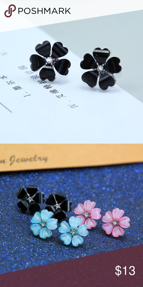 Dainty Black Flower Stud Earrings These Adorable Feature A Glittery With Crystal In The Center And Are