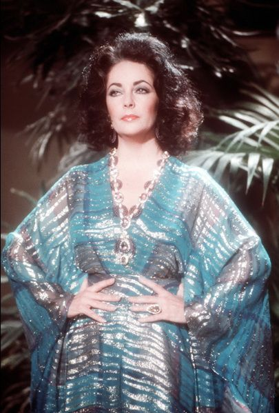 elizabeth taylor wearing her van cleef arpels triphanes amethyst kunzite diamond necklace. Black Bedroom Furniture Sets. Home Design Ideas