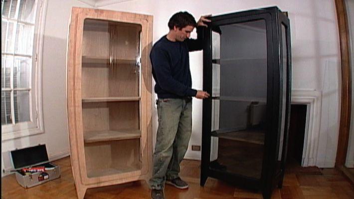 Una vitrina es un mueble de madera y vidrio que sirve para guardar ...