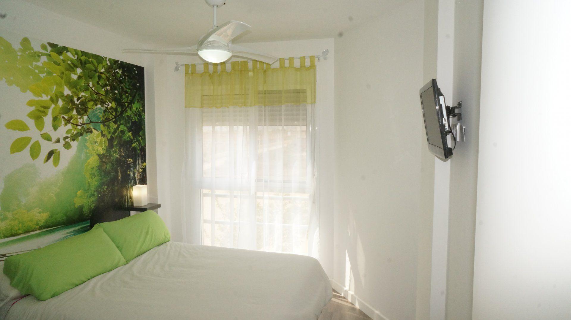 80000,00€ · Venta piso en Molinos Marfagones · Vivienda situada en el Residencial Buenos Aires, (MOLINOS MARFAGONES). Piso con dos habitaciones y un baño, espacio abierto entre cocina y comedor. Vivienda a estrenar. Cerramiento de aluminio en balcón, tarima flotante, ventanas de doble cristal (Climalit), paredes y techos lisos, placas solares para agua caliente, techos de pladur con focos led de bajo consumo, todo preparado para la instalación de aire Acondicionado por conductos. Baño y…