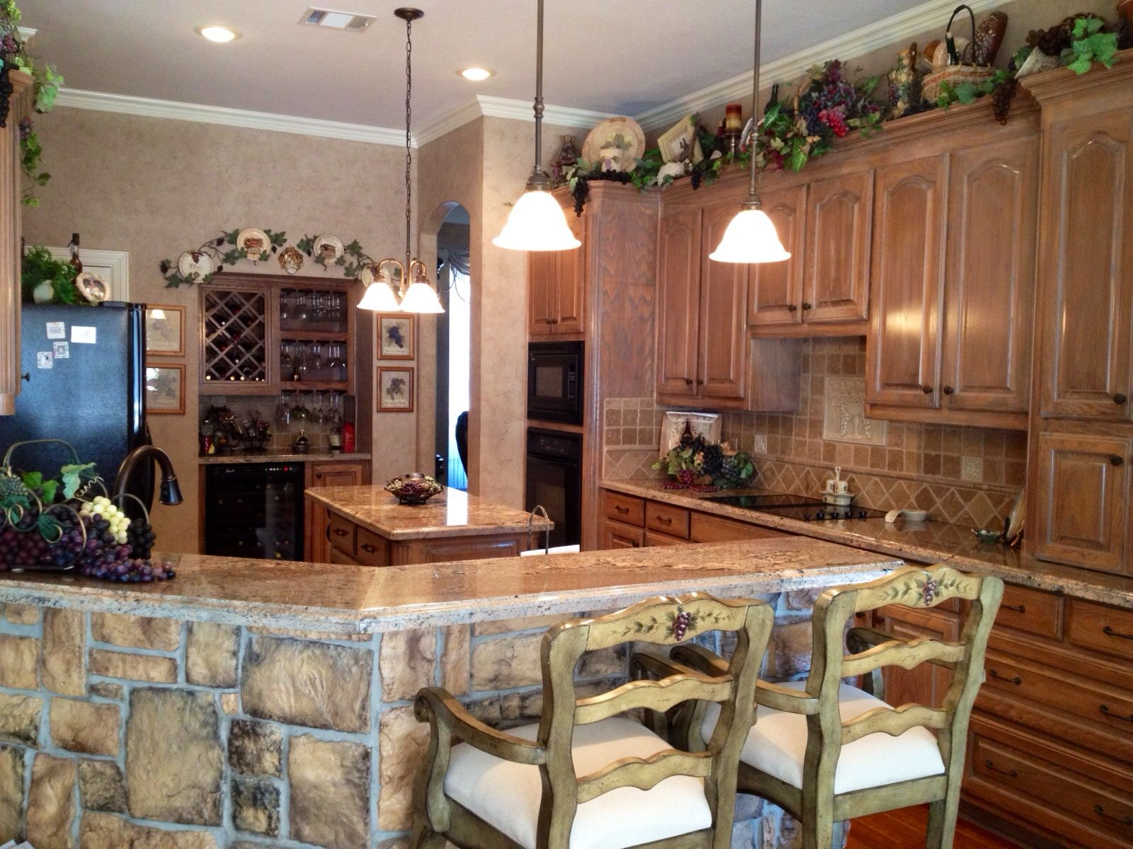 Classy kitchen. Grape decor | Home Sweet Home | Tuscan ...