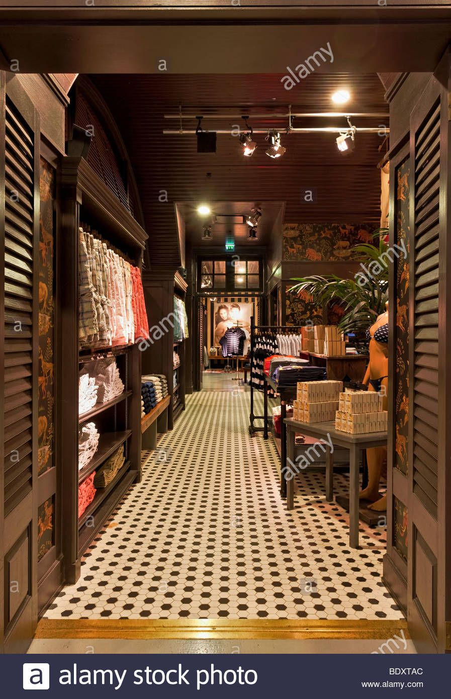 Pin by Brandon Mingo on My A&F House. | Hollister store ...