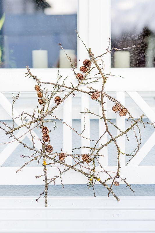 Natürliche Weihnachtsdekoration schnell selbstgemacht oder einfacher Stern aus Schlehenzweigen, DIY • Pomponetti