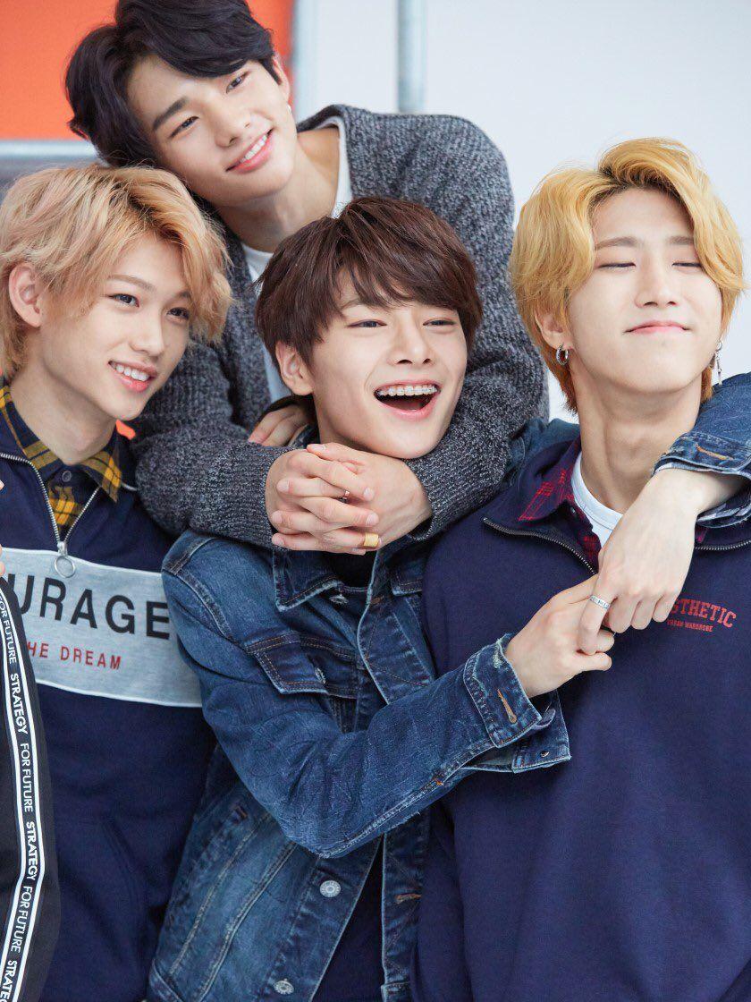 Stray Kids Members, stray kids lightstick #StrayKids Bang Chan,Woojin,Lee Know,Changbin,Hyunjin,Han,Felix,Seungmin,and I.N