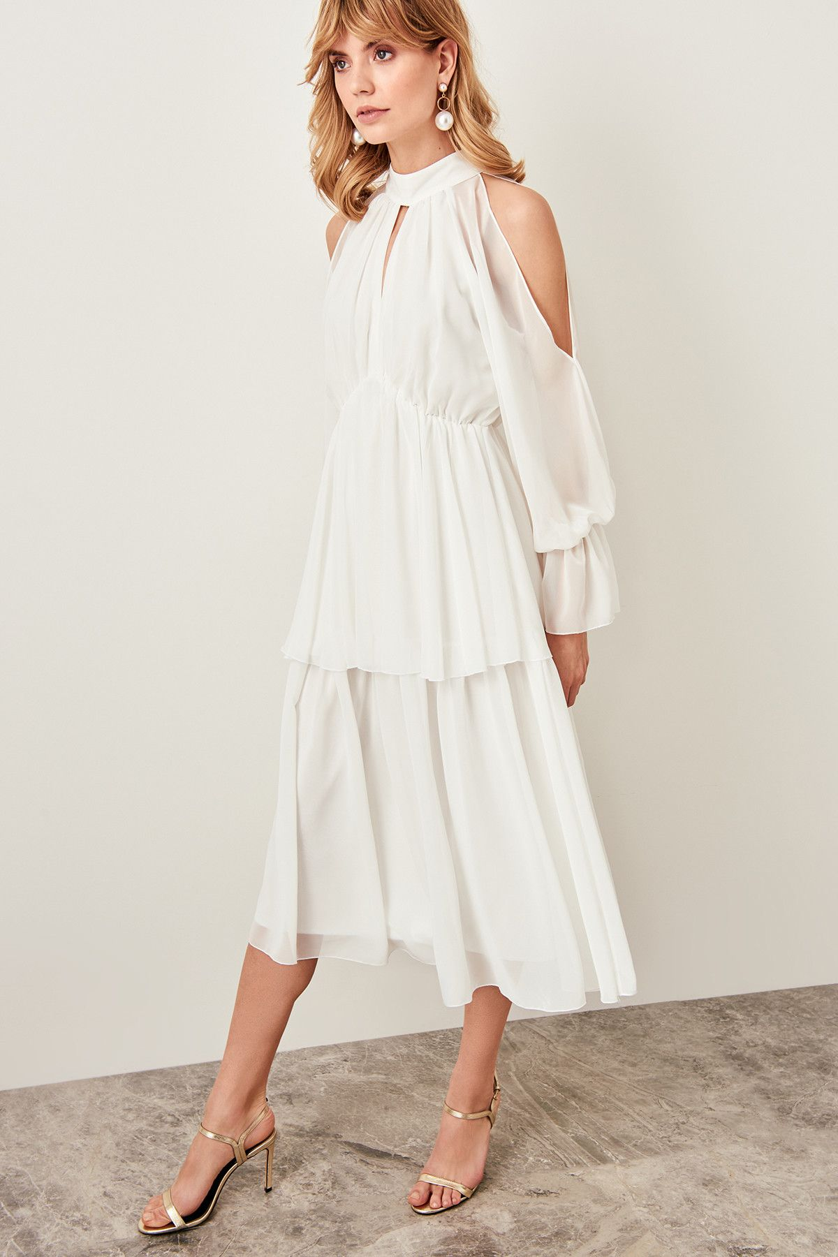 Beyaz Omuz Dekolteli Elbise Tpraw19fz0455 Trendyolmilla Trendyol The Dress Elbise Elbise Modelleri