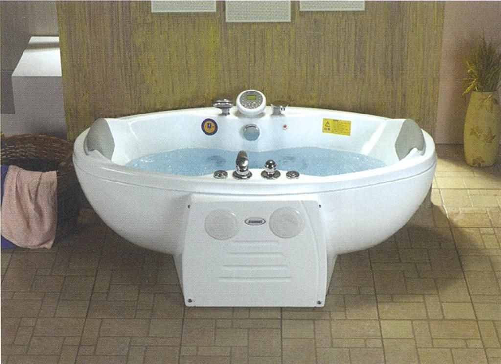 Whirlpool Mage Bath Tub 10 Jets Total 6 Large And 4 Small On Bottom Hand Shower Mixer Head Rest For 2 10jetjacuzzibathtub