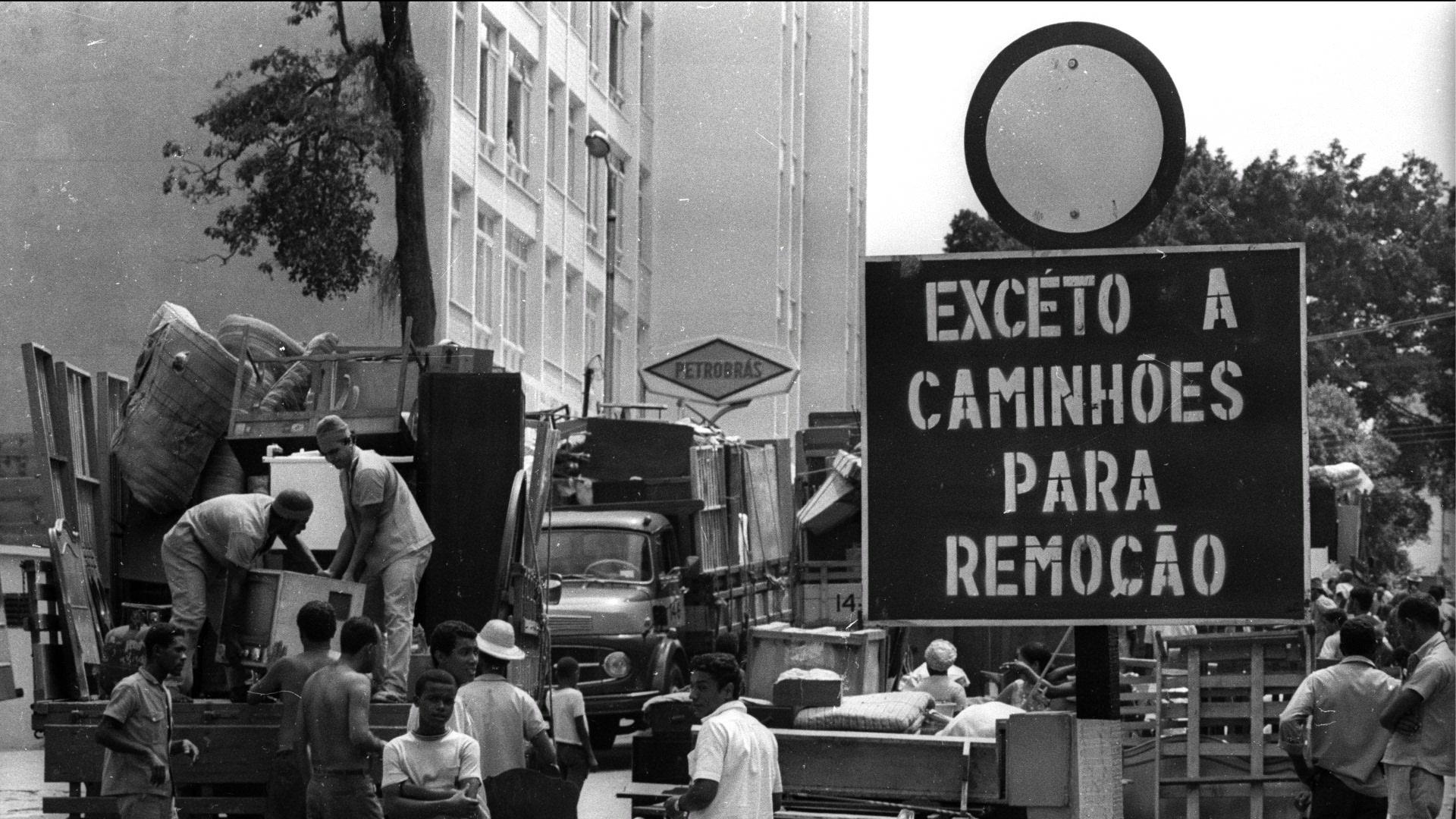 remoções de favelas da Zona Sul na década de 1960 deram origem aos conjuntos habitacionais Vila Aliança, Kennedy e Esperança, e também às Cidades de Deus e Alta  http://www.brasil247.com/pt/247/favela247/126988/Exibi%C3%A7%C3%A3o-do-document%C3%A1rio-Remo%C3%A7%C3%A3o-na-Vila-Alian%C3%A7a.htm