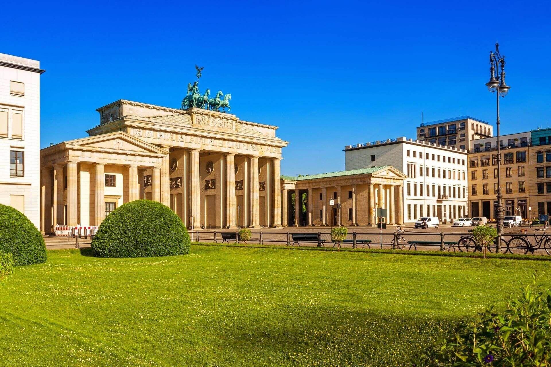 Pin Von Qihang Hong Auf Architecture In History In 2020 Berlin Urlaub Brandenburger Tor Urlaubsguru