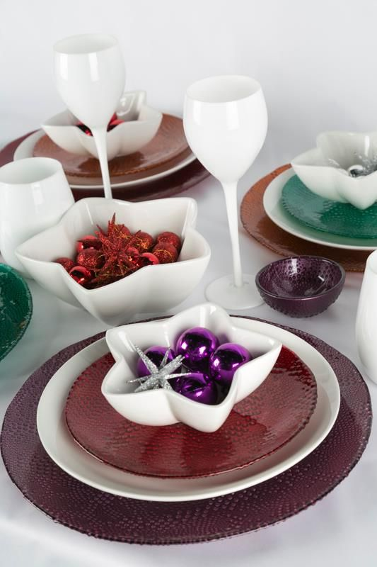 Juega con las formas y colores en tu mesa. ¡Arriésgate y dale un toque divertido!