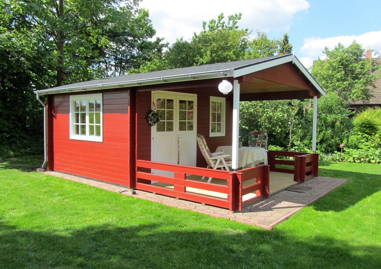 dieses schwedenrote gartenhaus besticht durch seine gro e terrasse mit vordach der ideale platz. Black Bedroom Furniture Sets. Home Design Ideas