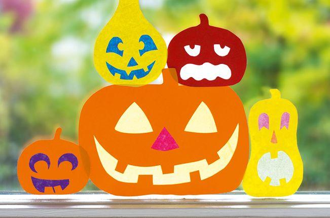 Schaurig sch n k rbisse f r s fenster halloween steht vor der t r mit diesen leuchtend bunten - Halloween fensterbilder ...