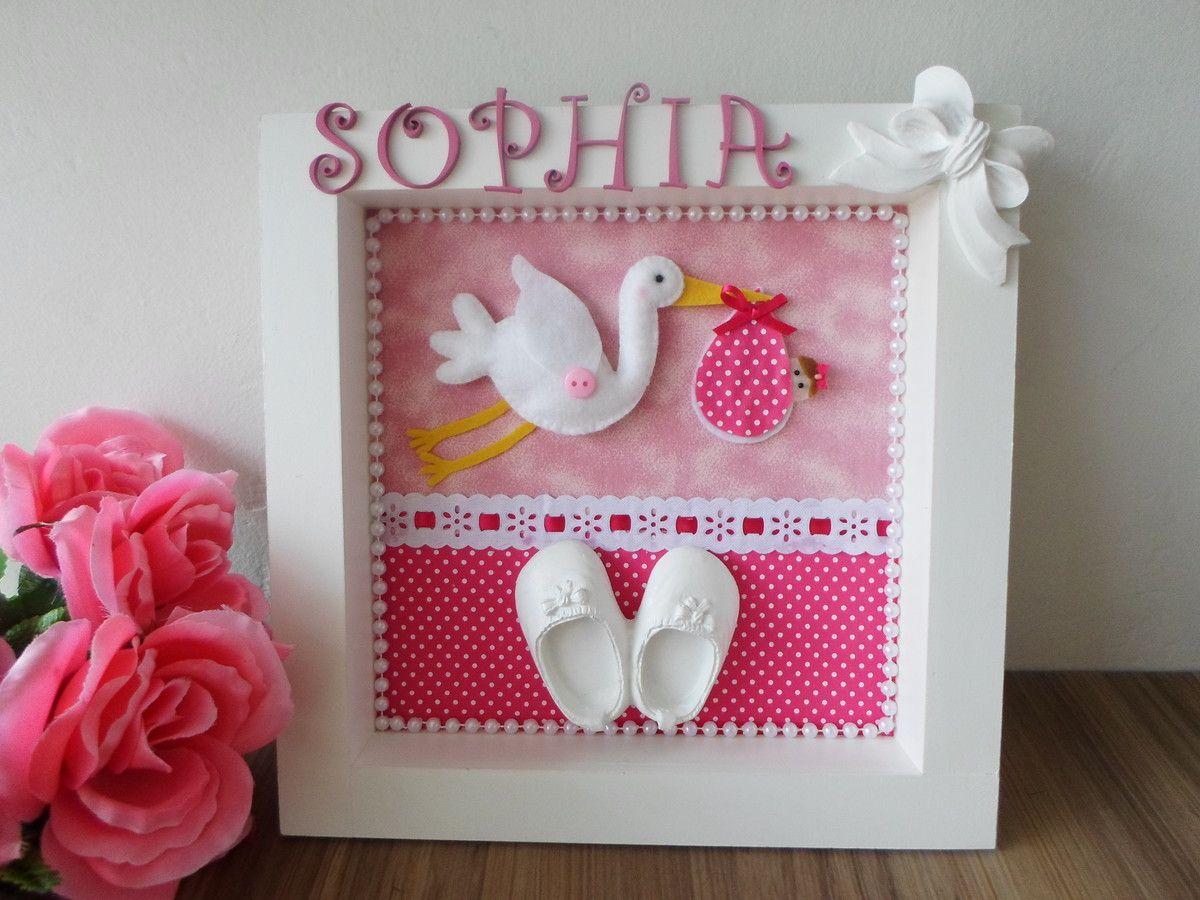 1b631bf0d4d21 Lindo enfeite, quadro porta maternidade com cegonha de feltro, decorado com  sapatinho e laço e personalizado com nome em letras de mdf.