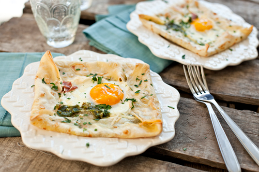 Dr. Seuss's Birthday: Baked Green Eggs and Ham Crêpes #greeneggsandhamrecipe
