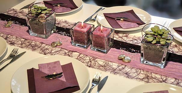 Tischdeko in aubergine und flieder konfirmation table - Tischdeko aubergine ...