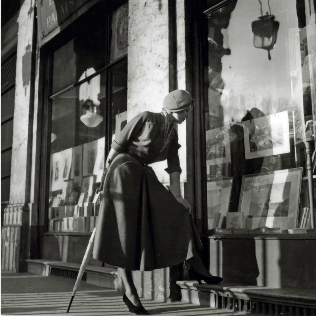 """WILLY MAYWALD es sin duda el fotógrafo que mejor captó el estilo Dior mientras """"Chris"""" aun vivía, ya que retrató como nadie esos trajes q..."""