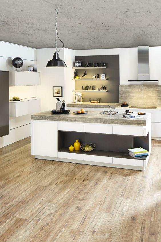 Kücheninsel im Industrial Style mit dicker Holzarbeitsplatte und ...
