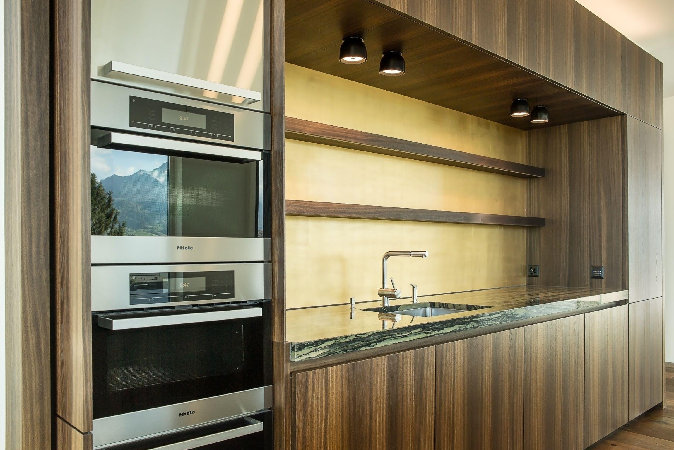 Küche mit Granit-Abdeckung, Fronten in Eiche geräuchert, Rückwand ... | {Küche granit 24}