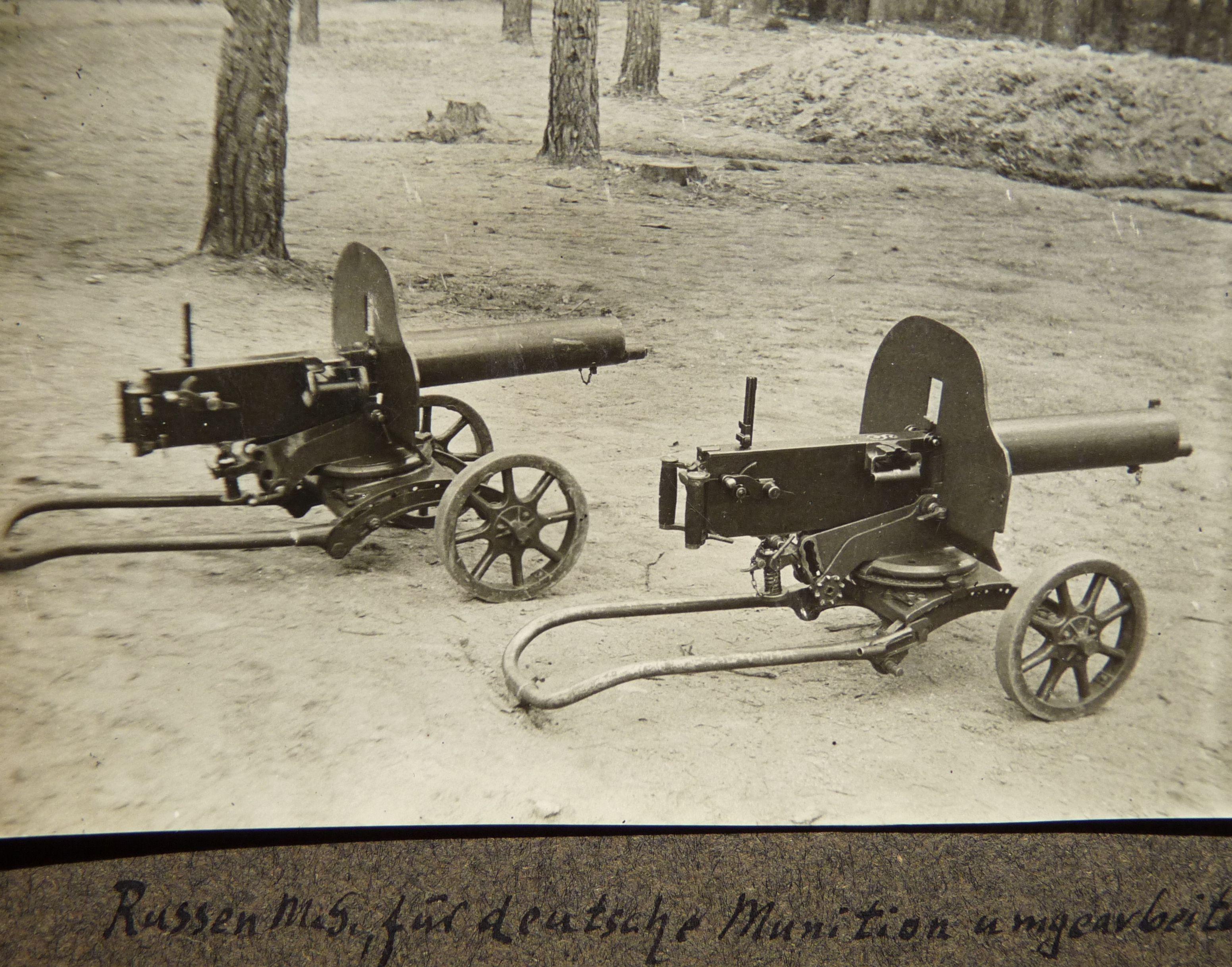 Russian machine-guns captured by Germans.WW1 | Historie | Pinterest