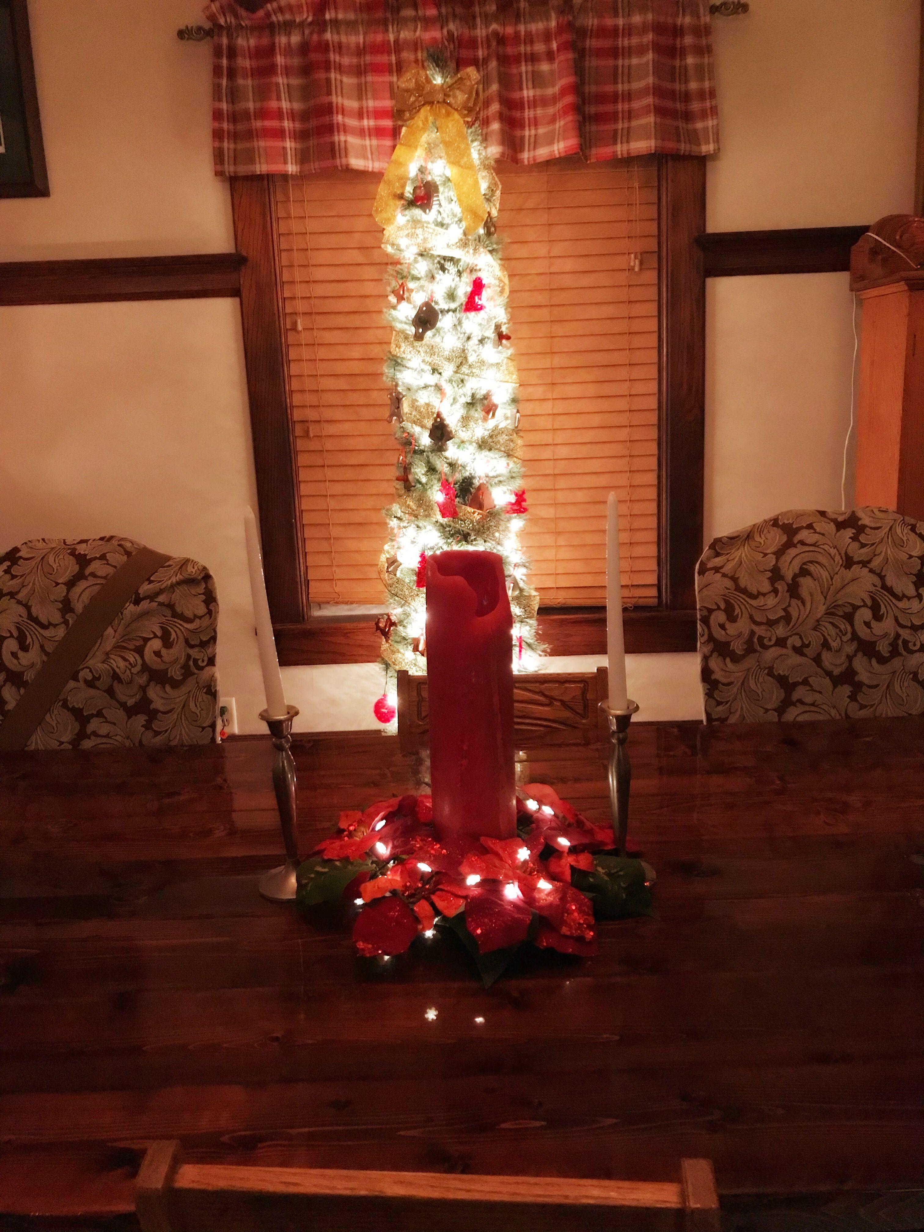 Christmas table, Christmas dining room, Christmas decorations ...