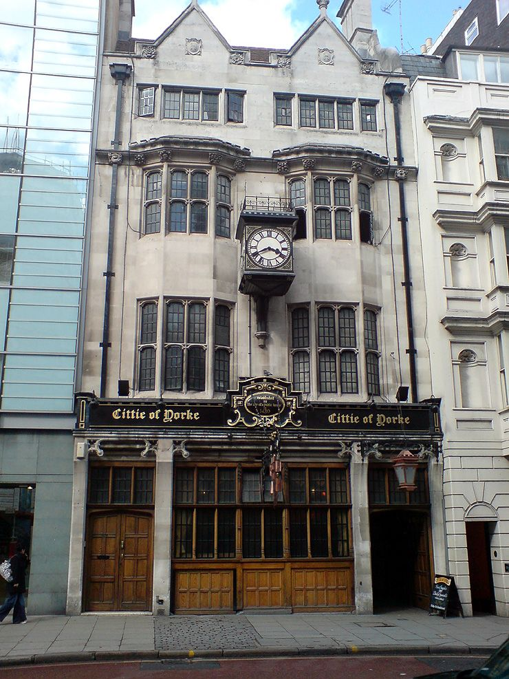 Historic Pub Crawl in London In this post I'm going to give you some details about how to do a fantastic pub crawl through London. You'll need to do this London pub crawl in the day because some of the pubs in the city will close early.  Also you'll need