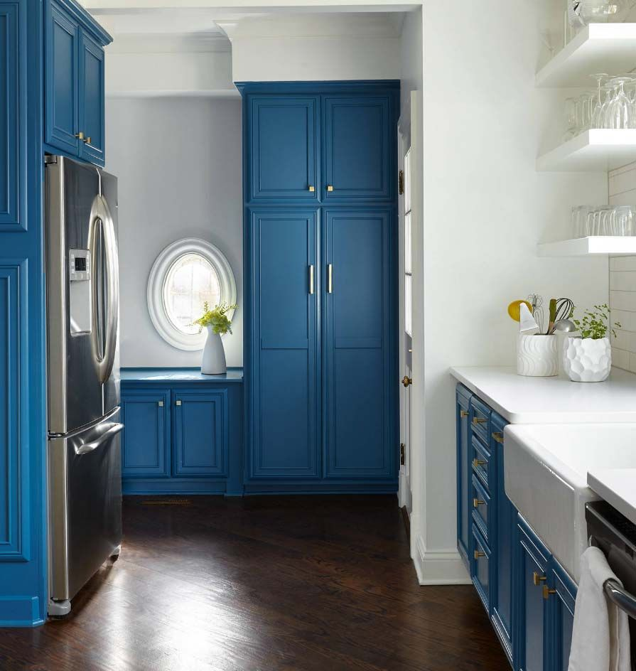 Marcelle Guilbeau Featured As Top Interior Designer On Houzz Com Blue Cabinets Kitchen Cabinet Design Distressed Kitchen Cabinets