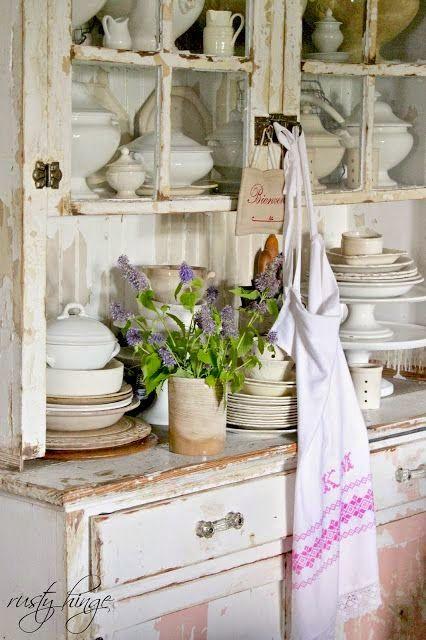 Pingl par ketsiny sur d coration 4 pinterest mobilier de salon vaisselier et decoration for Mobilier decoration maison