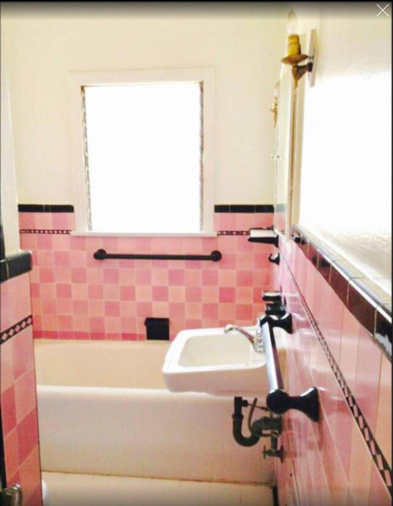 Pink On Pink Checkerboard Style Sweet Retro Bathrooms Vintage Bathrooms Art Deco Bathroom