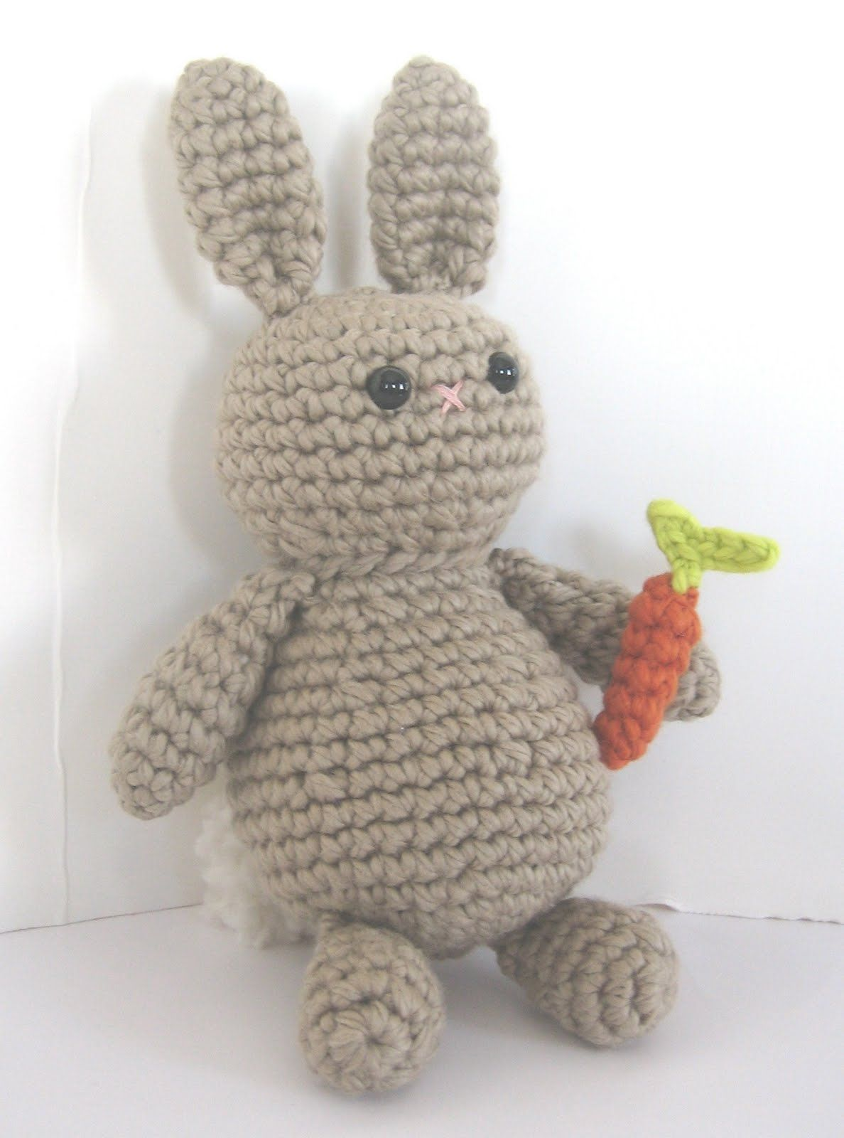 Free crochet pattern: Patches the Carrot Loving Bunny