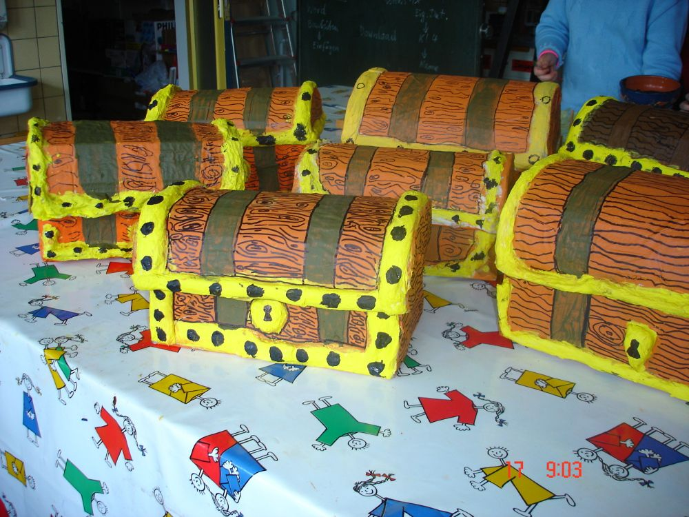 schuhkarton als schatzkiste basteln mit papier pinterest piraten. Black Bedroom Furniture Sets. Home Design Ideas