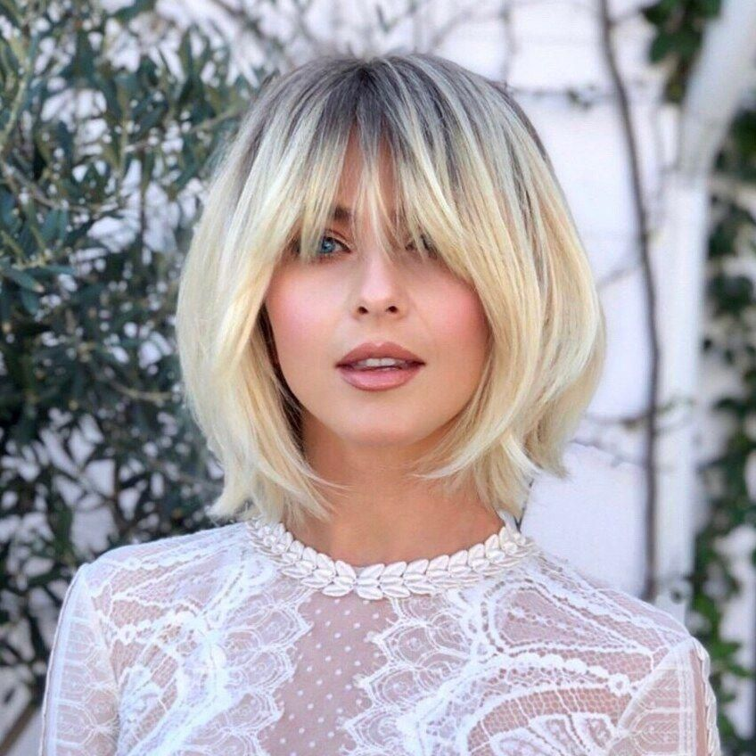 Julianne Hough In A White Lace Zuhair Murad Jumpsuit Sanding In Front Of A Lot Of Plants With Her Blonde H In 2020 Frisur Dicke Haare Haar Styling Julianne Hough Haare