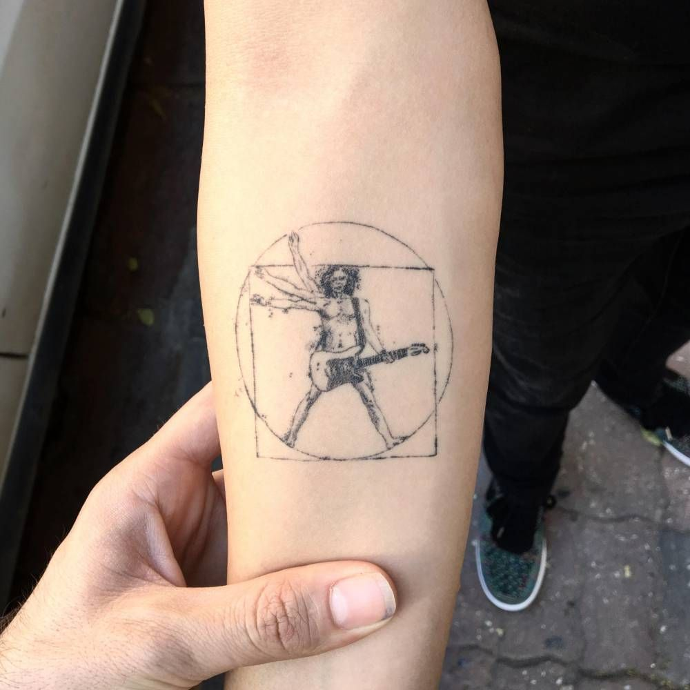 Pin De Bedirhan Kardas En Tatuajes Patrioticos Para Hombres Tatuaje Hombre De Vitruvio Nuevos Disenos De Tatuaje Tatuajes Chiquitos