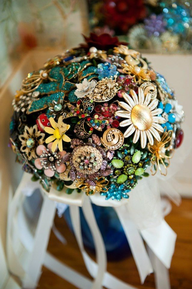 Vintage Jewellery Wedding Bouquets : Diy brooch bouquet vintage and modern brooches
