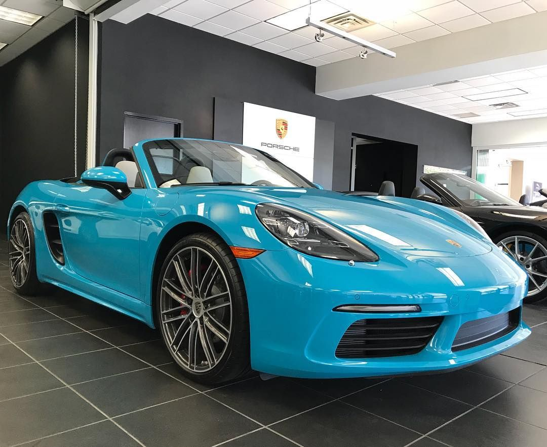 Miami Blue sure looks great on this 2017 Porsche 718