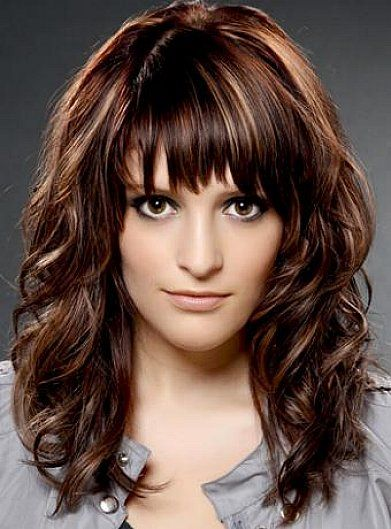 Medium Length Hairstyles With Bangs For Thick Wavy Hair And Dark Brown Copper Hai Medium Curly Hair Styles Long Hair With Bangs And Layers Long Hair With Bangs