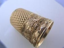 14K Gold THIMBLE w/ many engraved buildings w/ diamond pattern border ~size 8