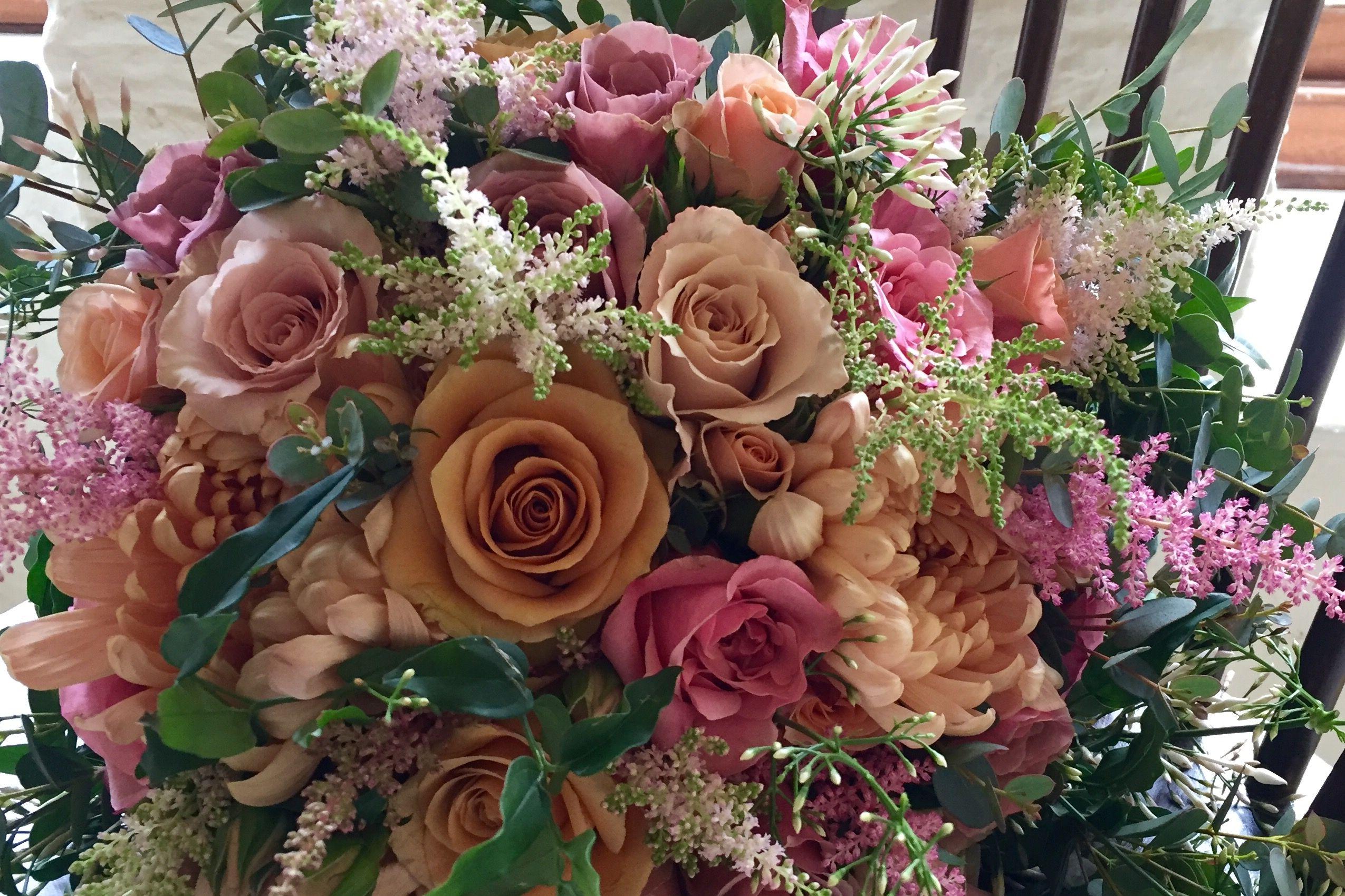 Salmon and pink bridal bouquet | The Velvet Daisy | Pinterest