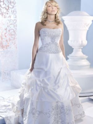How To Find An Inexpensive Wedding Dress & Tips On Buying Cheap A ...