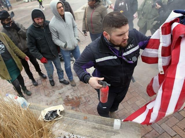 FedEx issues statement on Iowa City flag burning incident. Good for Matt Uhrin and Good for fedex for backing him!